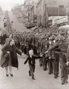 "30 of the most powerful images ever - ""Wait For Me Daddy,"" by Claude P. Dettloff in New Westminster, Canada, October 1, 1940"