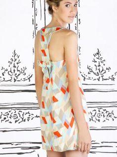 """Vestidos com estampas geométricas, saem do básico, mesmo se o corte for """"sequinho""""  - Vestido Tie por Le.Atelier"""