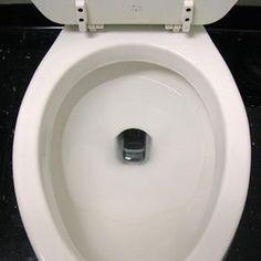 Inhaltsverzeichnis:1 In den Tiefen des WCs – Urinstein2 Hausmittel gegen Ablagerungen im WC – Backpulver3 Essig-Essenz gegen Urinstein4 Kann man vorbeugend etwas unternehmen? Hat sich Urinstein erst einmal in dem WC abgelagert, dann wird er zusehends größer. Dabei muss das gar nicht sein, denn die gelblich braunen Flecken lassen sich oft sehr viel leichter entfernen, ...