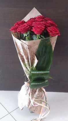Special Føŕ Ýøu🌹🌹🌹 My Happiness is in your Eyes. White Peonies Bouquet, Beautiful Bouquet Of Flowers, Floral Bouquets, Beautiful Roses, Beautiful Flowers, Wrapping Bouquets, How To Wrap Flowers, Bunch Of Flowers, International Flower Delivery