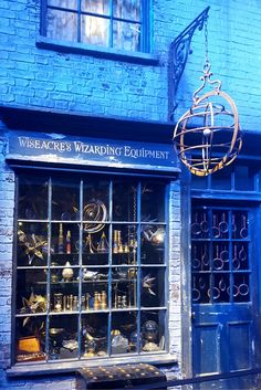 Dust off the cobwebs on your broomsticks kids, it's time to discover the Warner Bros Harry Potter Studio Tour in London!