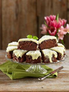 Mjuk chokladkaka med vit chokladkräm