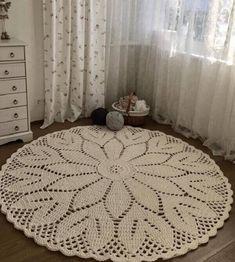 Round Crochet Rug: Step by Step + 34 Photos – Home Decoration Crochet Tablecloth, Crochet Doilies, Crochet Flowers, Crochet Carpet, Crochet Home, Beige Carpet, Diy Carpet, Mantel Redondo, Knit Rug
