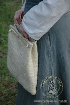 A variation on Hedeby pouch? Without handles. - really like the idea behind this one