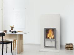 Vaala heat-retaining fireplace. Full-sized tile in white. For more info: www.tulikivi.fi
