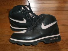 WOMENS sz 8.5 NIKE HIGH TOP shoes ATHLETIC HIKERS boots BLACK PINK EUC!