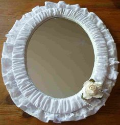 Here is my shabby chic fabric mirror !  I have made quiet a few now, Most of my friends have one that I have made for them and given them...