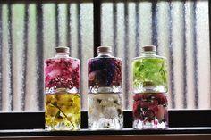 スタッキングボトル合計6種類のハーバリウムを重ねた写真