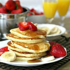 Every sunday in our house is pancake sunday! I love this recipe, it is easy and so delicious. The pancakes are so light and fluffy. Sweet Breakfast, Breakfast Dishes, I Chef, Biscuit Recipe, Pancakes, Biscuits, The Best, Sunday, Cooking