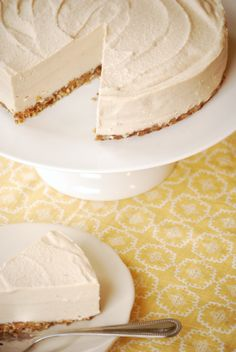 Raw Cashew Cheesecake. (Vegan. Free of wheat, gluten, dairy, corn and egg.) more likely to try this!