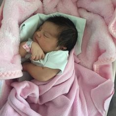 Cute Little Baby, Cute Babies, Cute Kids, Black Baby Girls, Baby Doll Nursery, Cute Baby Videos, Baby Girl Pictures, Baby Momma, Newborn Baby Photos