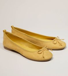 Faux suede  • Ballet flat silhouette  • Subtle point toe  • Ties at toe   AEO Bow Ballet Flat - marigold