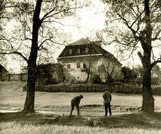Chcecie bajki, oto bajka... Był sobie dwór w dolinie Czechówki,  a w rzece pływały ryby i raki... fot. z arch. M Załuski 1920 r. i tym zdjęciem się z Wami żegnam