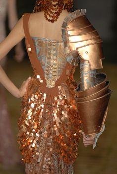 John Galliano for Christian Dior Fall Winter 2006 Haute Couture Dior Fashion, Punk Fashion, Runway Fashion, Womens Fashion, Paris Fashion, Christian Dior Couture, Spice Girls, John Galliano, Fashion History