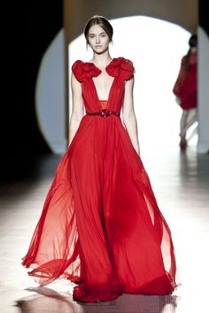 Fashion in Motion: Jenny Packham, July 2013 | Victoria and Albert Museum #Fashion #Catwalk