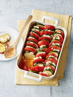 Auflauf von Zucchini, Tomaten und Feta Casserole of zucchini, tomatoes and feta, a delicious recipe from the vegetables category. Veggie Recipes, Healthy Recipes, Zucchini Casserole, Casserole Dishes, Queso Feta, Clean Eating, Healthy Eating, Good Food, Yummy Food