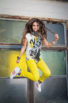 Selena Gomez is the face of a new Adidas NEO sneaker campaign. Selena also wears NEO red tube socks in the campaign. Selena Gomez Fashion, Selena Gomez Fotos, Selena Gomez Outfits, Selena Gomez Trajes, Selena Gomez Adidas, Selena Gomez Style, Selena Gomez Hd Wallpapers, Selena Gomez Wallpaper, Zack E Cody