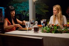 Still of Salma Hayek and Blake Lively in Salvajes Gossip Girl, Blake Lively Savages, Salma Hayek Movies, Savages Movie, Here Comes The Boom, Salma Hayek Photos, Kevin James, Gangster Movies, Oliver Stone