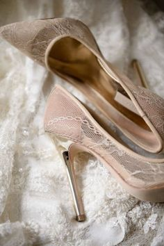 lace high-heeled shoes