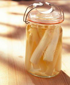 Spargel einkochen - So gehts: http://eatsmarter.de/rezepte/spargel-einkochen
