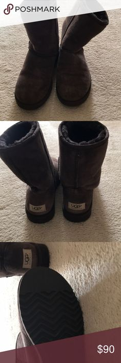 Classic short ugg Gently used. Great condition UGG Shoes Ankle Boots & Booties