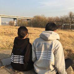 Fashion aesthetic shirts 20 Ideas for 2019 Couple Aesthetic, Korean Aesthetic, Aesthetic Girl, Aesthetic Fashion, Aesthetic Shirts, Couple Goals Cuddling, Korean Couple, Ulzzang Couple, Photo Couple