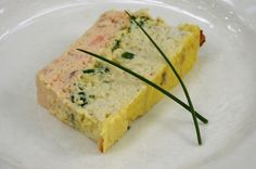 Terrine Of Fish. A refined and delicious starter that we can prepare in advance. I have made this terrine several times and each time it does not remain a crumb. This time I added to the preparation some lobster scented oil. Flan Cake, Seafood Appetizers, Cooking Recipes, Healthy Recipes, Fish And Chips, Fish And Seafood, Food Inspiration, Brunch, Gastronomia