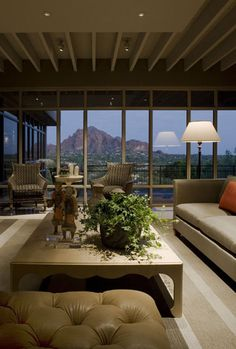 David Michael Miller & Associates is a Phoenix design firm that specializes in Arizona home decorating. They have interior design for home or business.