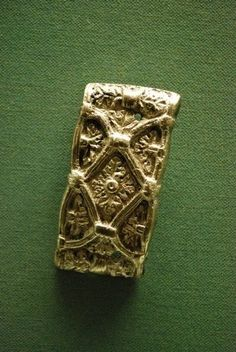 The Vikings of Bjornstad - Viking Museum Haithabu - lots of amazing pictures here, suprized to see a floral pattern!