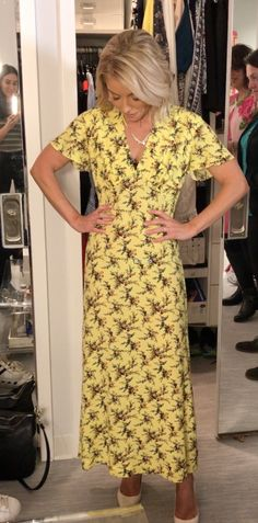 Toms Shoes OFF! Kelly Ripa in a long yellow Sandro sun dress and Tom Binns necklace. Live with Kelly Fashion Finder. Kelly Fashion, Tom Binns, Cheap Toms Shoes, Kelly Ripa, Style Finder, Fashion Finder, Style Me, Shoes Style, Hollywood Fashion