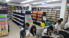 Nhân văn tưng bừng giảm 20% các loại sách ngoại văn