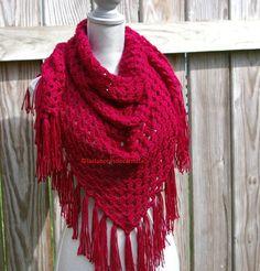 Chal tejido crochet o ganchillo en forma triangular y con flecos, contiene gráfico y vídeo tutorial paso  paso.