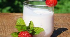 Imaginem iogurte em forma potável e com bolhas. Se você consegue imaginar isso, você tem uma idéia decente do que é o kefir.