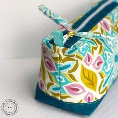 boxy bottom and top zipper pouch