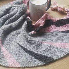 """Gefällt 88 Mal, 10 Kommentare - @main.knit auf Instagram: """"#donnerstagskaffee - und das #bayaktuch von #maschenfein fast fertig. Ich muss mich doch beeilen,…"""" Instagram Posts, Fashion, Wardrobe Closet, Cast On Knitting, Moda, Fashion Styles, Fasion"""