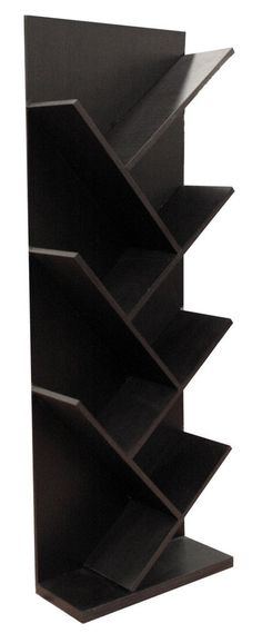 De diseño innovador, el librero Lippu es una pieza funcional y decorativa, fabricado con madera de pino industrializada y con recubrimiento melaminico color cho