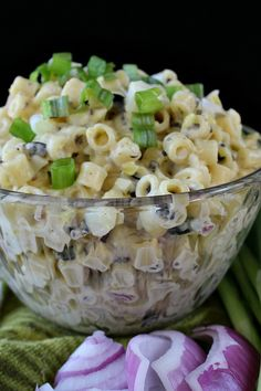 Macaroni Salad When it's time for picnics and outdoor parties the macaroni salad is probably the most popular thing that makes a side dish. Make a macaroni salad taste whole new and unusual with tasty ingredients like black olives, red and green onions, e Top Recipes, Salad Recipes, Cooking Recipes, Dinner Recipes, Guam Recipes, Dinner Ideas, Recipies, Dessert Recipes, How To Make Salad
