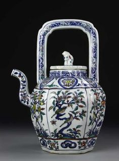 China, Ming Dynasty, Blue and White Teapot, Longqing mark. Asian Teapots, Tea And Crumpets, Cute Teapot, Vases, Tea Culture, China Tea Sets, Coffee Poster, Blue And White China, Chinese Tea