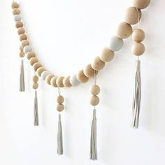 This is wooden beads but it would be cool done in eggs for Easter. Wood Bead Garland, Bunting Garland, Beaded Garland, Home Crafts, Diy Crafts, Diy Girlande, Minimalist Christmas, Wooden Crafts, Baby Decor