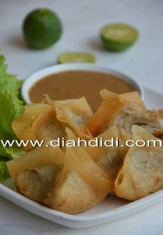 Diah Didi's Kitchen: Siomay Goreng Indonesian Desserts, Indonesian Cuisine, Snack Recipes, Cooking Recipes, Snacks, Diah Didi Kitchen, A Food, Food And Drink, Asian Recipes
