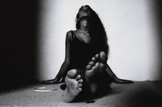 DARK. #photo #photography #art #blackandwhite #fotografia #perspective #feet #woman