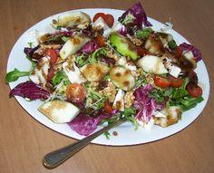 Ensalada saludable con frutas y vegetales