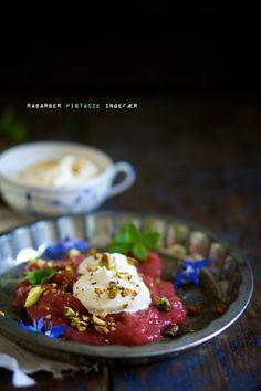 Rhubarb porridge with pistachio and ginger (rabarbergrød)