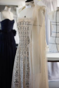 Yesterday in Grasse, the exhibition Christian Dior - Esprits de Parfums opened at the Musée International de la Parfumerie. Fashion Jobs, Dior Fashion, Fashion Beauty, Fashion Outfits, Womens Fashion, Haute Couture Dresses, Dior Couture, Christian Dior, Princess Dress Patterns