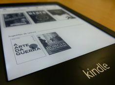 Com espaço para 1.100 livros, tela iluminada de 6 polegadas sensível ao toque, o leitor digital Kindle Paperwhite, da Amazon, permite ler até no escuro. Pesando pouco mais de 200 gramas e com 1 centímetro de espessura, ele usa Wi-Fi nas 2 versões, sendo que a mais sofisticada aceita 3G. Avaliação detalhada na PC World, por Luiz Mazetto.