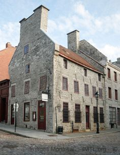 Pierre du Calvet house Image Montreal, pictures and information and history Quebec Montreal, Old Quebec, Quebec City, Great Places, Places To See, Montreal Architecture, France 2, Old Mansions, O Canada