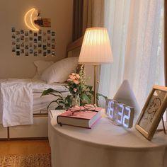 Vintage Touches in a Beautiful Scandinavian Home - The Nordroom Room Ideas Bedroom, Bedroom Decor, Bedroom Inspo, Wall Decor, Uni Room, Cute Room Ideas, Minimalist Room, Minimalist Fashion, Pretty Room