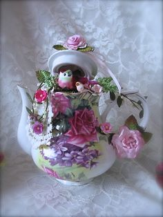 """Martica Designs: Shabby Chic """"Tea For Two"""" Altered Pink Teapot And Teacups Teapot Crafts, Cup Crafts, Easter Crafts, Diy And Crafts, Christmas Crafts, Teapot Centerpiece, Cup And Saucer Crafts, Floating Tea Cup, Pink Teapot"""