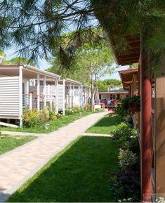Vela Blu Camping Village, Lido di Cavallino, Itálie, region Benátsko, hned u pláže, bazén pro děti, bazén s hydromasážemi, venkovní bazén, písečná pláž, plážový servis, parkoviště, WiFi, pes povolen, trezor, mikrovlnná trouba, myčka, klimatizace, TV, terasa, vhodné pro rodiny s dětmi, dětské hřiště, animace, Benátská riviéra severní Jadran, restaurace, pizzerie, supermarket.