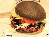 """黒い、黒すぎる! バーガーキング「黒バーガー」を食べてみた  Burger King    """"Black Burger"""" (limited release in Japan)    """"Burger"""" black"""